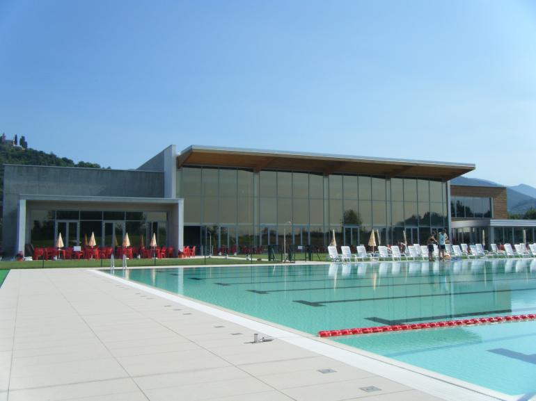 Metal glass montaggio di facciate continue e strutture vetrate realizzazioni piscina - Piscina di legnano ...